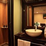 Glory Cruise Bathroom