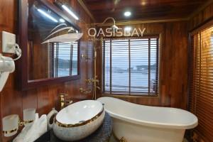 Oasisbay-Cruies-bathroom